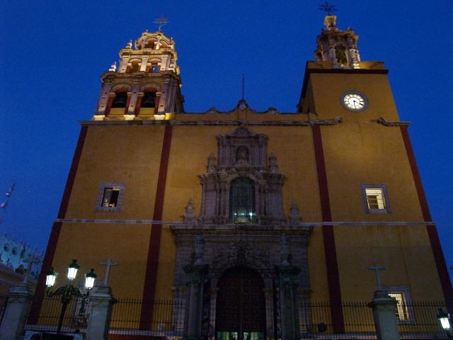 Basiliek van Guanajuato by night